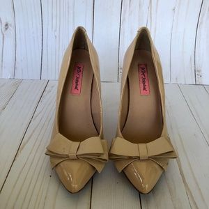 Betsey Johnson - Tan Bow Heels